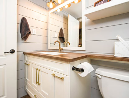 Bright bathroom cabinets with a flat panel design. Bathroom | Painted | Flat Panel