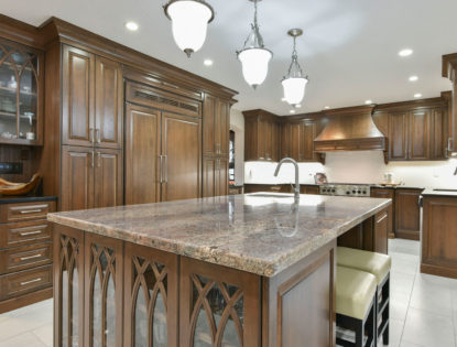 Traditional kitchen cabinets with a cherry wood and a dusted finish. Kitchen | Cherry | Dusted | Islands | Raised Panel | Traditional