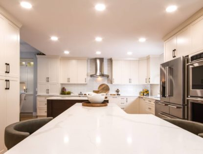 Flat panel, painted kitchen cabinets in Medicine Hat, Alberta. Kitchen | Painted | Flat Panel