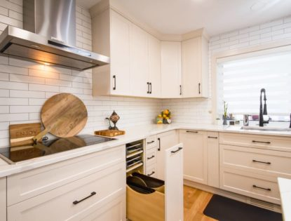 Painted, flat panel kitchen cabinets in Medicine Hat, Alberta. Kitchen | Painted | Flat Panel
