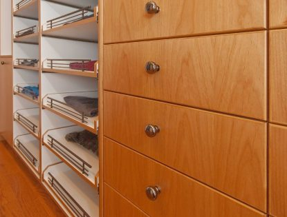 Vertical grain. Closet | Alder | Unique Feature