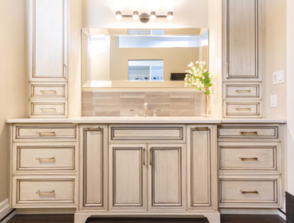 Dusted Bathroom Cabinets by Hiebert Cabinets in Bow Island, Alberta.. Bathroom | Dusted | Mitered Doors | Flat Panel